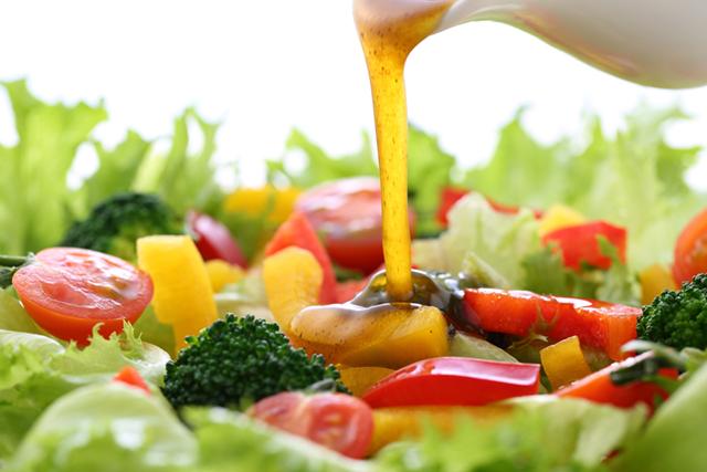 写真:摂りすぎ注意! 健康栄養素にひそむ脂質や糖質に着目してみよう